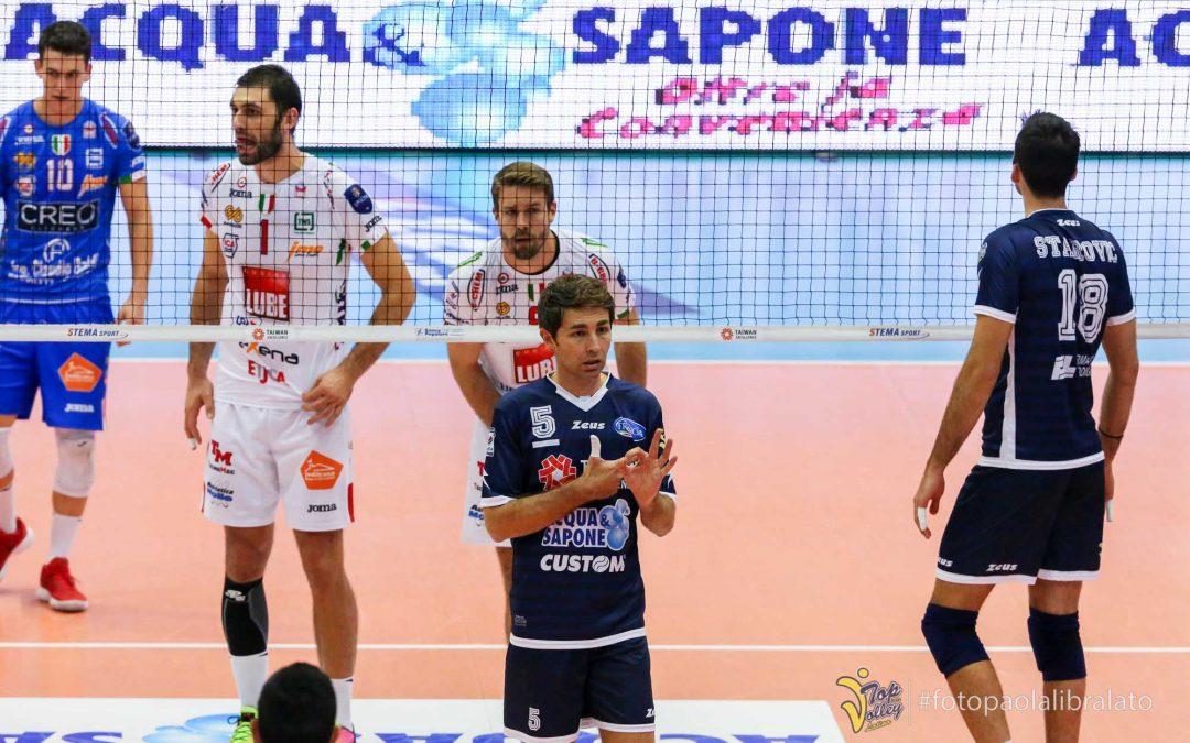 """Il marchio """"Acqua & Sapone"""" sulle maglie della Top Volley"""