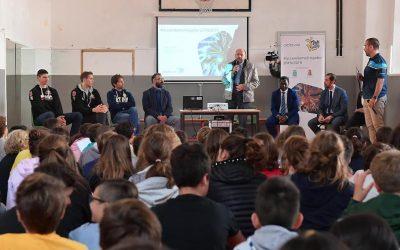 Sottile, Atanasijevic e Podrascanin hanno partecipato al primo incontro di #Accendiamoilrispetto nelle scuole contro il cyberbullismo con AbbVie