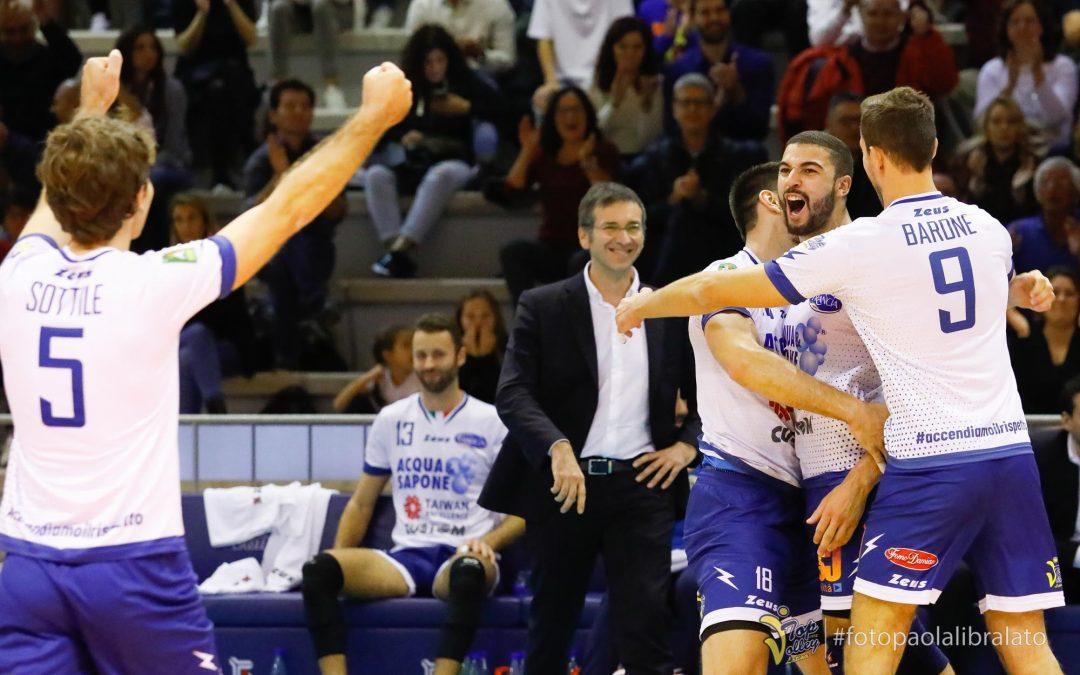 """Top Volley Latina scontro diretto in Calabria. Barone: """"A Vibo è match salvezza"""". Il giorno successivo però le due squadre insieme contro il cyberbullismo #Accendiamoilrispetto con AbbVie"""