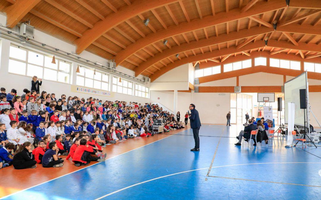 (tappa 28/4°anno) #Accendiamoilrispetto la Top Volley Latina in partnership con AbbVie a Pomezia davanti a 400 alunni. Il totale complessivo in quattro anni sale a 10.000 studenti coinvolti