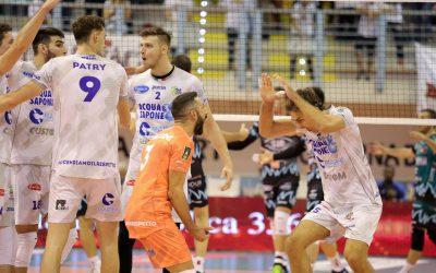 La Top Volley costringe al tie-break la Sir Safety Conad Perugia: vince la Sir ma il pubblico s'infiamma