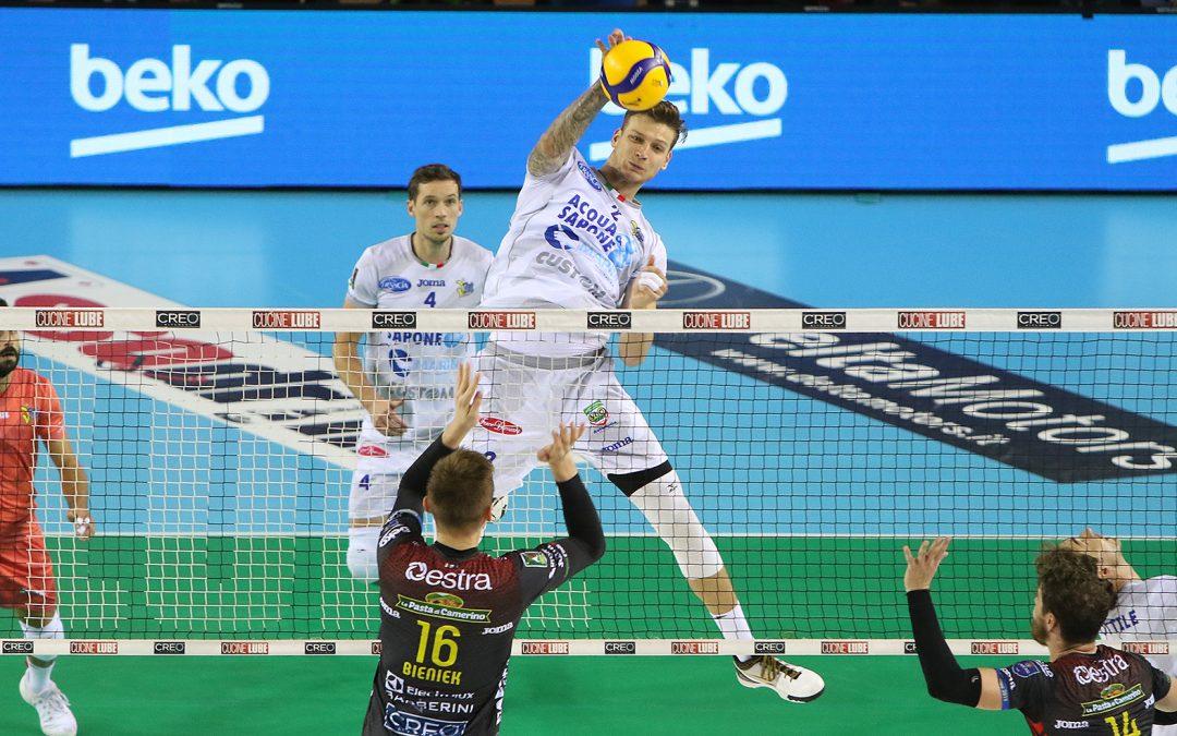 La Top Volley lotta per due ore nella tana della Lube ma perde 3-1. Patry miglior realizzatore del match.