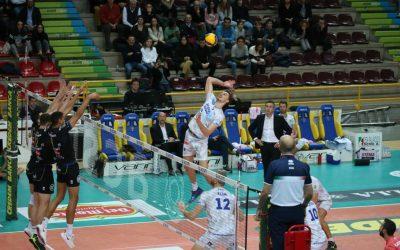 """La Top Volley cede a Verona (3-1). Alberto Elia: """"Buon approccio ma per il futuro deve crescere dentro di noi la rabbia"""""""