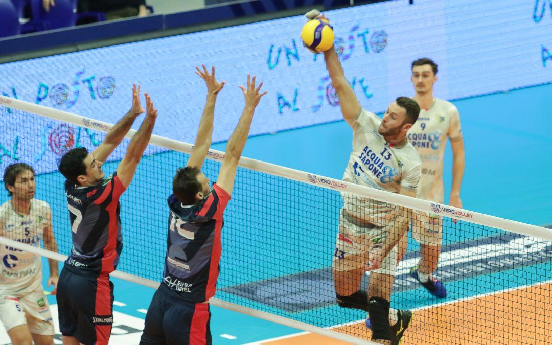 La Top Volley torna da Monza sconfitta 3-1. Cavaccini: «Avevamo approcciato bene con la battuta in avvio di gara, poi loro sono cresciuti»