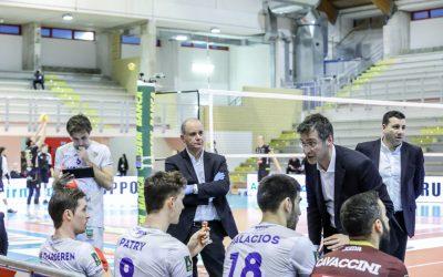 """La Top Volley Cisterna cede al tie-break ma conquista un punto nel match a porte chiuse. Tubertini: """"Difficile giocare così"""""""