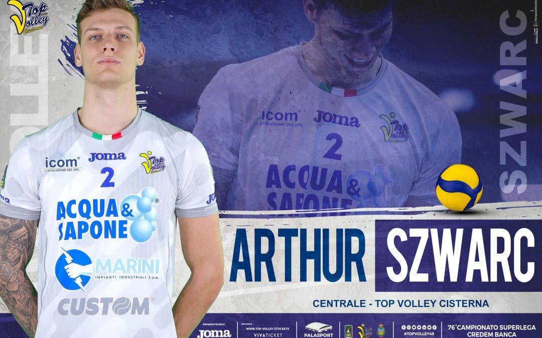 """Il centrale Arthur Szwarc prolunga con un biennale. Il """"Taglialegna"""" resta alla Top Volley Cisterna e rilancia"""