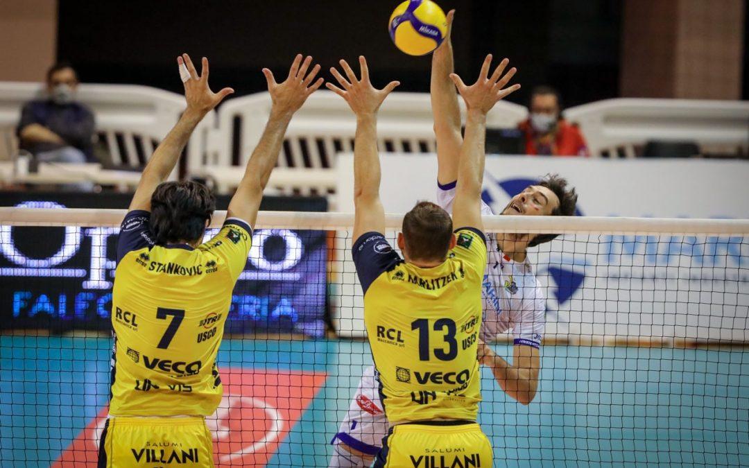 La Top Volley Cisterna lotta per oltre due ore ma cede al tie-break (2-3). Kovac: «So in che condizioni siamo dopo questo lungo stop, i miei ragazzi non stavano in piedi»
