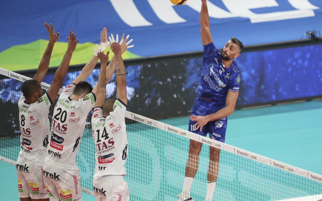 La Top Volley Cisterna lotta con Trento ma cede 3-1 dopo aver vinto il primo set e perso ai vantaggi il secondo. Kovac: «Qualcosa di buono s'è visto»