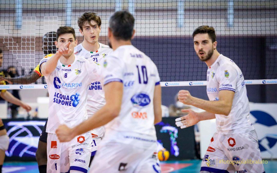 Play-off quinto posto, la Top Volley Cisterna domani (mercoledì) sfida Milano in trasferta. Seganov: «La vittoria con Vibo ci ha dato certezze»