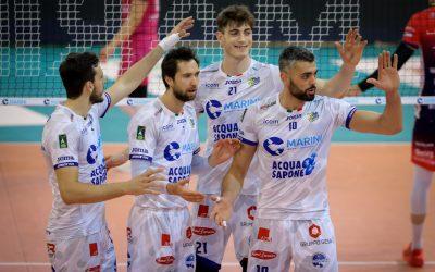 Play-off 5°posto, la Top Volley Cisterna battaglia ma cede al tie-break con Piacenza. Sabbi (28 punti): «Bravi a reagire, la società merita questo atteggiamento». Falivene: Finalmente abbiamo iniziato a giocare»